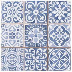 Tendance - la mosaïque d'inspiration moresque pour salle de bain, cuisine ou toilettes. Le bleu un peu délavé permet d'accorder plusieurs couleurs. On adore!