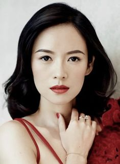 If you have just discovered that you are a Dark Winter in the seasonal colour analysis, find out what the best Dark Winter make-up colours are. Deep Winter Colors, Dark Winter, Winter Makeup, Summer Makeup, Seasonal Color Analysis, Makeup Palette, Season Colors, Asian Beauty, The Darkest