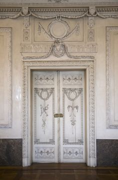 Antique Louis XVI Style Interior by sammsfamily Grand Entrance, Entrance Doors, Doorway, Classic Interior, French Interior, Old Doors, Windows And Doors, Antique Doors, Louis Xvi