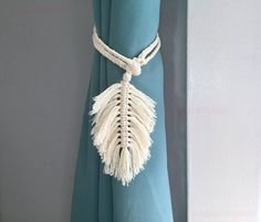 Macrame Feather Curtain Tiebacks  This item comes with a set of 2. All our products are well wrapped in a package with a gift card. For single piece check out at option. OVERVIEW: This tieback is handmade with white cotton rope. This curtain tie is very easy to operate by just wrap around your Macrame Design, Macrame Art, Macrame Projects, Micro Macrame, Macrame Modern, Nautical Curtains, Nursery Curtains, Curtain Holder, Macrame Curtain