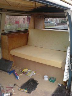 Cama en Kombi VW Kombi Camper, Camper Beds, Camper Van, Volkswagen Bus Interior, Campervan Interior, Siege Camping, Trailers, Van Bed, Combi Vw