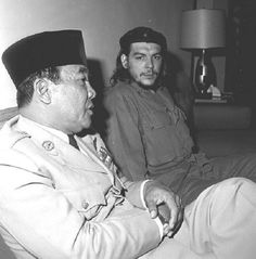 """Soekarno and Che Guevara Two awesome people hanging out together """" Ernesto Che Guevara, Fidel Castro, Historical Pictures, Founding Fathers, Revolutionaries, Jakarta, Cuba, Hanging Out, Old Photos"""