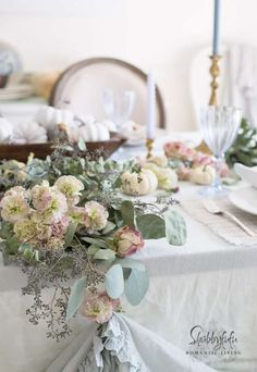 Do you love beautiful pastel table setting ideas and not sure how to copy them? In this post we show you how to create a standout table easily!