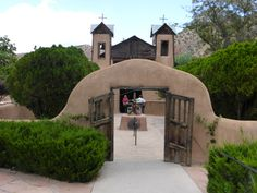 Getting holy dirt from Chimayo http://www.moretimetotravel.com/getting-holy-dirt-chimayo/