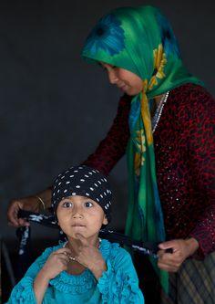 ˚Mother and kid, Xinjiang, China