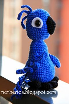 Parrot BLU from movie RIO free pattern! http://norbertos.blogspot.com/2014/05/parrot-blu-from-rio-free-pattern.html