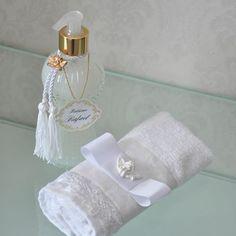 Caixa para os padrinhos de Rafael, com Sabonete líquido e toalha de lavabo! #batizadofinogosto #fotosfabiojordão