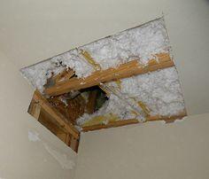 How to repair a sheet rock hole in your ceiling. Complete tutorial at… Repair Ceilings, Sheet Rock Walls, Hanging Drywall, Bathroom Repair, Drywall Repair, Home Remodeling Diy, Home Fix, Diy Home Repair, Diy Home Improvement