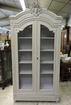 Armoire style Louis XV grillagée et repeinte en gris Shabby Chic, Home, Deco, Upcycled Furniture, House, Vintage Furniture, Armoire, Closet Furniture, Furniture