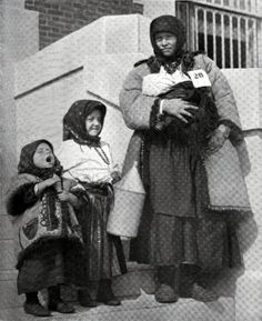 Russian immigrants to the US, early 1900s.