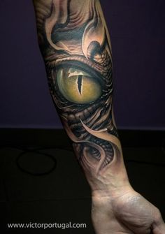 Make the eye firey and orange and it'd be Smaug :D  #dragon #tattoos #tattoo