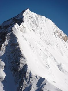 Climbers making their way up the South East Ridge of Mt. Everest x Nepal Travel Destinations Nepal, South Col, Monte Everest, Climbing Everest, Mountain Climbing, Top Of The World, Mountaineering, Mountain Landscape, Climbers