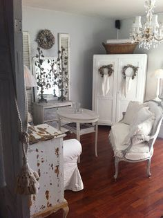 Shabby Chic white Christmas! Lovely, simple and pretty xxo