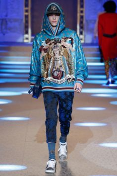 See the complete Dolce & Gabbana Fall 2018 Menswear collection. See the complete Dolce & Gabbana Fall 2018 Menswear collection. Dolce & Gabbana, Big Men Fashion, Latest Mens Fashion, Urban Fashion, Sporty Fashion, Ski Fashion, Autumn Fashion 2018, Winter Fashion Outfits, Stylish Clothes