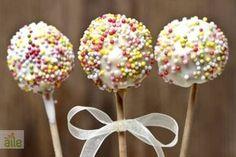 Lolipop kek tarifi... Bu tarife çocuklarınız bayılacak! http://www.hurriyetaile.com/yemek-tarifleri/kek-tarifleri/lolipop-kek-tarifi_1381.html