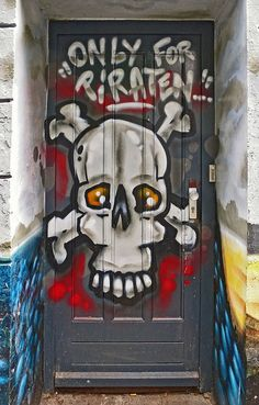 Hamburg, Germany. Street art!  ☮k☮ ♥ #bluedivagal, bluedivadesigns.wordpress.com
