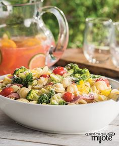 Farmer's Market Pasta Salad – Need a crowd-pleasing Memorial Day recipe? Orecchiette pasta, broccoli, tomatoes, peppers and salami are tossed with Italian dressing in this colorful and easy pasta sala (Italian Recipes For A Crowd) Kraft Foods, Kraft Recipes, Fresco, Easy Pasta Salad Recipe, Pesto Recipe, Veggie Pasta, Fresh Pasta, How To Cook Pasta, Original Recipe