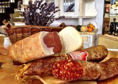 A legjobb húsvéti sonkák és kalácsok lelőhelyei | WeLoveBudapest.com Sausage, Meat, Food, Products, Gastronomia, Restaurants, Sausages, Essen, Meals