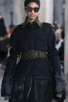 Sacai at Paris Fashion Week Fall 2019 - Livingly Military Style Coats, Military Jacket, Dark Fashion, Winter Fashion, Fall Jackets, Military Fashion, Winter Coats, Couture, Harpers Bazaar