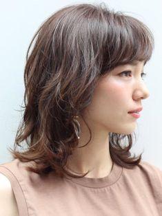 ミディアムハイレイヤー Girl Haircuts, Hairstyles Haircuts, Bob Perm, Shot Hair Styles, Cool Face, Grow Hair, About Hair, Cut And Color, Medium Hair Styles