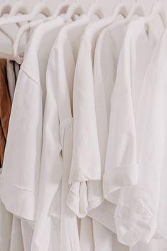 Du möchtest deinen persönlichen Stil finden? Am Modeblog stelle ich dir 9 Fragen, die dir dabei helfen werden, dein eigenes Stilbewusstsein zu finden und dich beim Aufbau deiner Basis-Garderobe unterstützen! www.whoismocca.com Jogger Outfit, German, Female, Fashion Trends, Beauty, Style, Black Leather Pants, Everyday Fashion, Personal Style