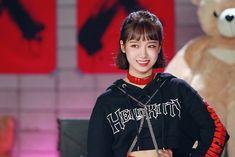 yoojung for crush music video Produce 101, South Korean Girls, Korean Girl Groups, Choi Yoojung, Cosmic Girls, Ioi, Starship Entertainment, Theme Song, S Girls