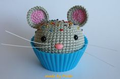 Crochet cupcake mouse! This would be so cute in a teacup too for an Alice in Wonderland theme