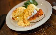 Eggs Benedict tarifine bulaşmakla hiç kolay bir iş yapmıyorsunuz. Ancak dünyanın en lezzetli şeylerinden birini yapacağınıza da şüpheniz olmasın.