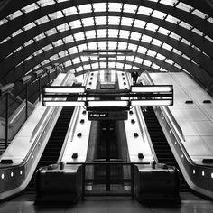 London  #london #lovelondon #travel #travelphotography #reisfotografie #wanderlust #reizen #uk #britain #bnw #prettycitylondon #thisislondon #londonforyou #prettylittlelondon #streetphotography #straatfotografie #streetsoflondon #beautifuldayinlondon #love_bnw #blackandwhite #blackandwhitephotography #zwartwitfotografie #monochrome #bnw_captures #canarywharf #underground #escelator by angelinefotografie