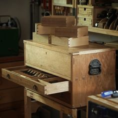 Kicking off a week-long tool chest class today. It's like a vacation where you . Wood Tool Box, Wood Tools, Machinist Tool Box, Woodworking Tool Cabinet, Tool Tote, Carpentry Projects, Woodworking Inspiration, Tool Storage, Wood Design