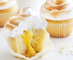 New cupcakes lemon curd meringue pie Ideas Lemon Meringue Cupcakes Recipe, Moist Cupcake Recipes, Moist Cupcakes, Filled Cupcakes, Meringue Pie, Fun Cupcakes, Cupcake Cakes, Dessert Recipes, Cupcake Ideas