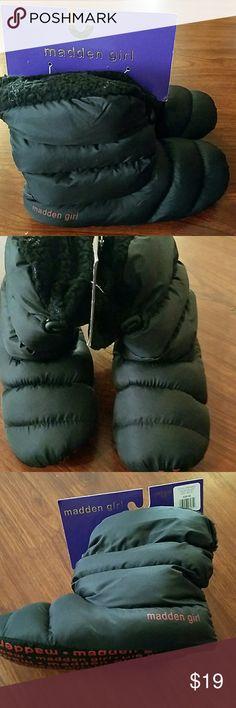 NWT Steve Madden Girl slippers size Medium 7-8 . Steve Madden Shoes Slippers