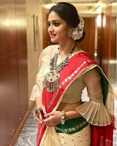 Modern Blouse Designs for Your Gorgeous Look Indian Blouse Designs, Modern Blouse Designs, Traditional Blouse Designs, Patch Work Blouse Designs, Stylish Blouse Design, Silk Saree Blouse Designs, Blouse Neck Designs, Styles Blouse, Latest Blouse Designs