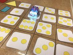 Tips på Blue-Bot mattor som man kan göra själv!Den genomskinliga rutmönstrade plastmattan hittar ni på hos.se.Barnen har bygg men bana för roboten att ta sig igenom med kaplastavar. Färg och form.M… Preschool Learning, Preschool Activities, Coding For Kids, Instructional Technology, Math Numbers, Getting To Know You, Diy Projects To Try, Pre School, Early Childhood