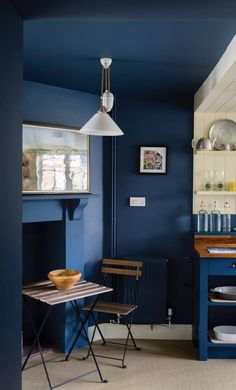 Ideas for decorating a naturally dark space with little or no natural daylight. Take the Farrow & Ball Stiffkey Blue wall colour onto the ceiling and create an intimate inviting space Farrow And Ball Living Room, Farrow And Ball Kitchen, Farrow And Ball Paint, Farrow Ball, Pitch Blue Farrow And Ball, Cooks Blue Farrow And Ball, Blue Kitchen Decor, Blue Kitchen Cabinets, Kitchen Ideas