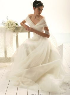 Le Spose di Gio based in Italy. photo's of Gowns. Dream Wedding Dresses, Bridal Dresses, Wedding Gowns, Bridesmaid Dresses, Pretty Dresses, Beautiful Dresses, Gorgeous Dress, Wedding Attire, Wedding Bells