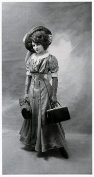 early 1900's fashion - ooh....love this look. It must be her traveling outfit!