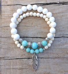 feather bracelet beach bohemian bracelet por beachcombershop Beach Bracelets, Stretch Bracelets, Women's Bracelets, Bohemian Bracelets, Gemstone Bracelets, Bohemian Jewelry, Handmade Bracelets, Fashion Bracelets, Shell Bracelet