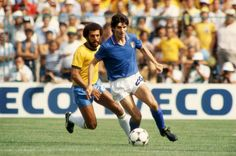 Paolo Rossi is certainly one among top strikers in the world. Paolo Rossi proved everyone wrong by winning golden boot in 1982 world cup. Fifa Football, Arsenal Football, World Football, Sport Football, Football Shirts, 1982 World Cup, Brazil World Cup, Fifa World Cup, Roberto Baggio