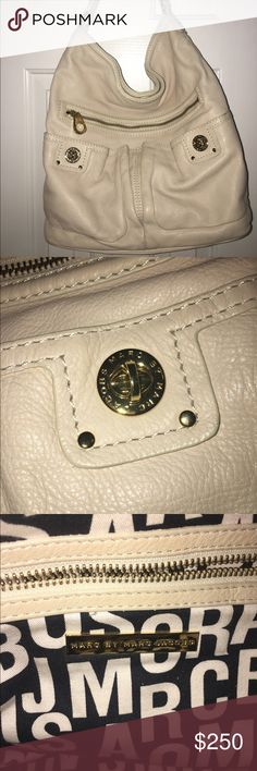 Marc by Marc Jacobs cream leather hobo Great everyday Marc by Marc Jacobs hobo purse in cream. Matches everything! Marc by Marc Jacobs Bags Hobos