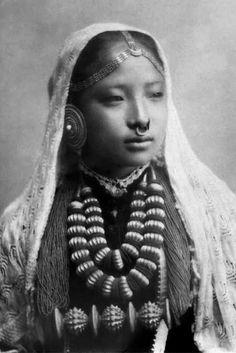 Nepali woman.  ca. 1910/1920 || Vintage postcard