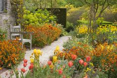 """This spectacular cottage garden belongs to the fabulous Sissinghurst Castle located in the Kentish countryside near Cranbrook. Following a """"sunset"""" scheme, that can be admired from spring to fall, this garden includes a rich mix of oranges, reds and yellows... Learn how to create this look at home, www.jardins-sans-secret.com/gardens/a-radiant-cottage-garden-in-late-spring/"""