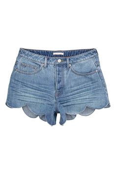 Jeansshort met schulprand   H&M actually already bought these :) overcoming fear of shorts...