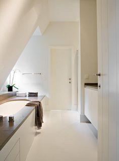 Gietvloer in de badkamer Attic Bathroom, Upstairs Bathrooms, Attic Rooms, Laundry In Bathroom, Dream Bathrooms, Amazing Bathrooms, Classic Bathroom, Modern Bathroom, Room Interior