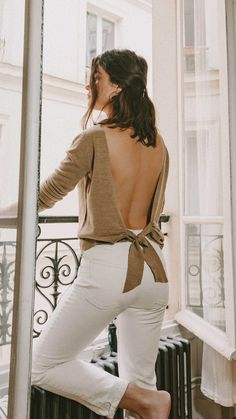 Sarah Butler of Sarah Styles Seattle wears Sezane Backless Sweater and Crystal Gucci single hair barrette in Paris, France Paris Outfits, Girl Outfits, Casual Outfits, Parisian Style, Parisian Fashion, Backless Sweater, Effortless Chic, Fashion Lookbook, Everyday Outfits