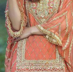 The most perfect mendi outfit! Pakistani Wedding Outfits, Pakistani Wedding Dresses, Pakistani Dress Design, Pakistani Designers, Mehndi Outfit, Mehndi Dress, Designer Sarees Wedding, Designer Dresses, Designer Wear