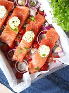 Fish Dishes, Seafood Dishes, Seafood Recipes, Scandinavian Food, Happy Foods, Salmon Recipes, Afternoon Tea, Lchf, Spicy