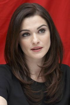 Rachel Weisz curled layered wisps at bottom of hair. Haircuts For Long Hair, Hairstyles For Round Faces, Layered Haircuts, Hairstyles With Bangs, Pretty Hairstyles, Wedding Hairstyles, Short Haircuts, Hairstyles 2018, Celebrity Hairstyles
