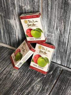"""Buta Two Apple – Новый вкус 2019 года от производителя Buta. Вкусная кисленькая """"двойнуха"""", то есть микс красного и белого яблок, который уже давно нашел свою публику. Отлично заходит как в соло, так и в миксах. Apple, Apple Fruit, Apples"""
