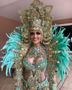 ¡DIVINA!. Así lució S.M. Ana Victoria Castillo De Bello, Reina de Calle Arriba de Las Tablas para los culecos de fin de año. Arreglado por…